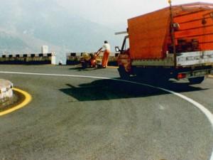 Un'immagine di molti anni fa che riprende gli operai della Nuova Signal 90 all'opera